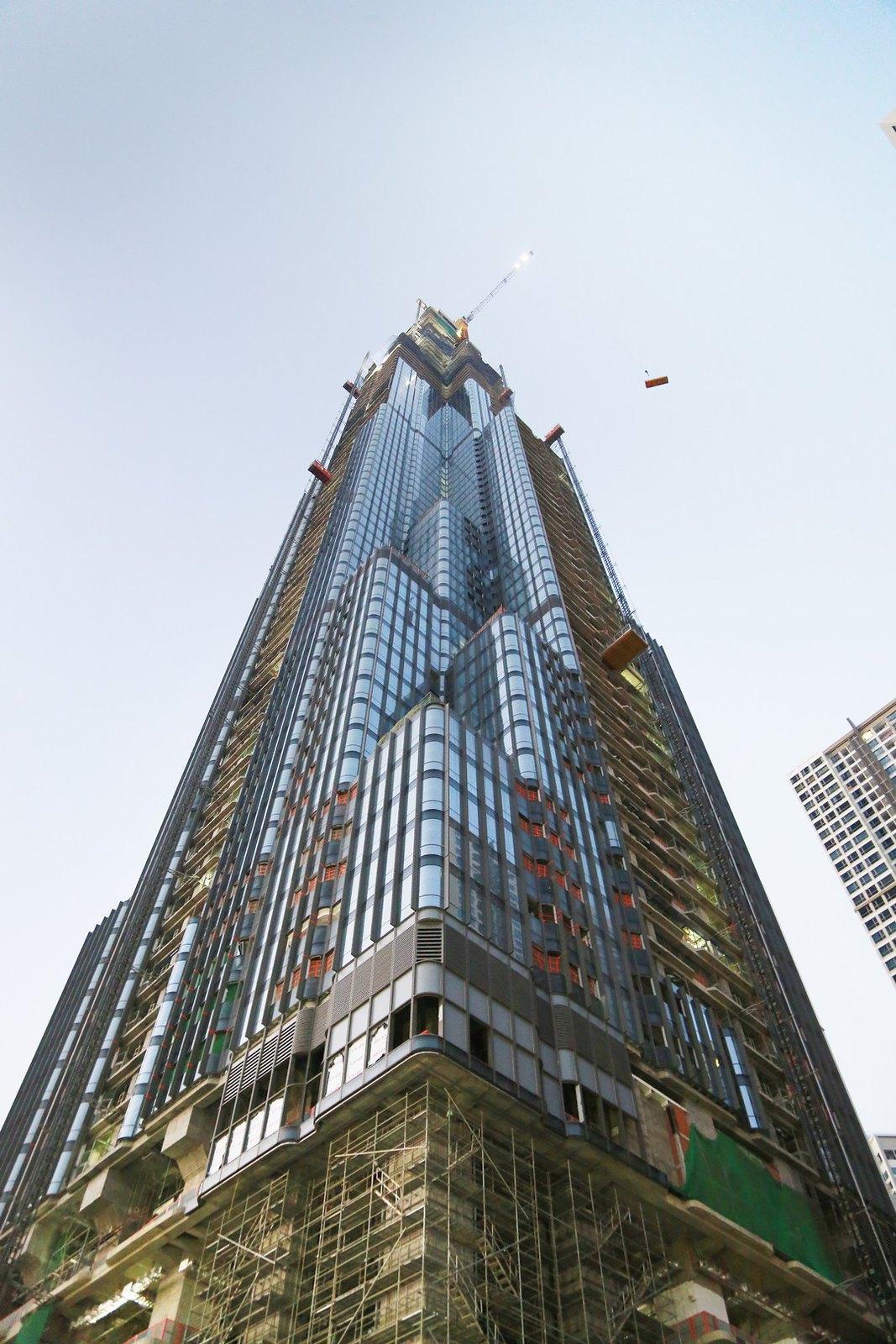 Cất nóc tòa tháp The Landmark 81 dự án Vinhomes Central Park Tân Cảng.