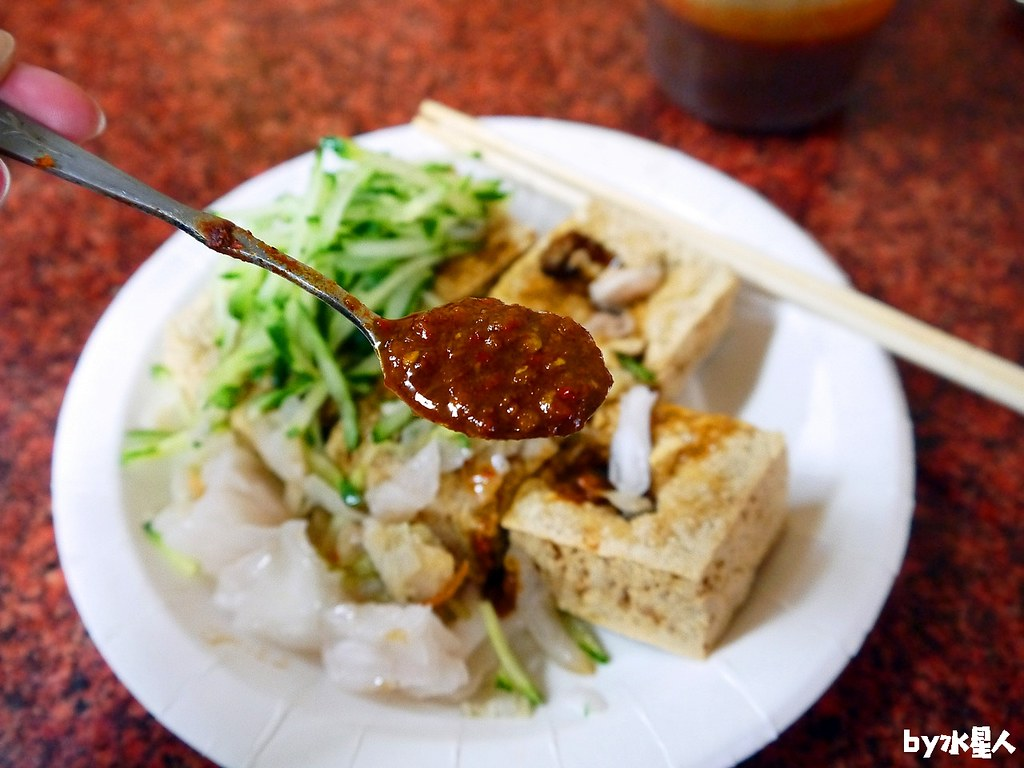 40055324324 8e90f80a3a b - 旺伯臭豆腐陽春麵,逢甲在地三十年老店,外酥內香超好吃,加一匙辣椒醬更讚