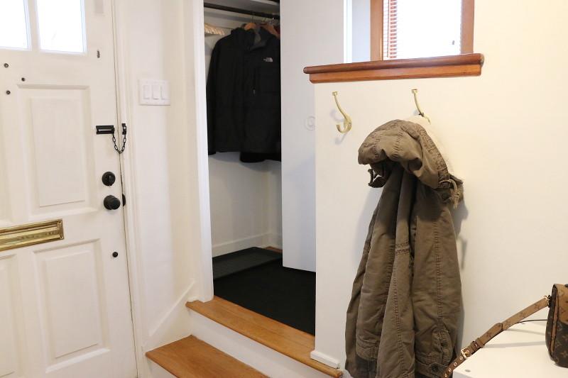 entryway-maindoor-entrance-coat-hooks-closet-6