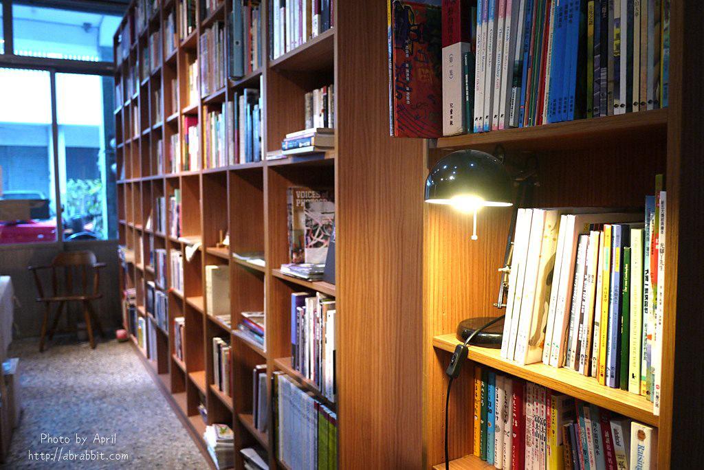 40746660202 a478c60f2f b - 台中獨立書店|梓書房-二手書、咖啡,和貓咪一起看書吧!