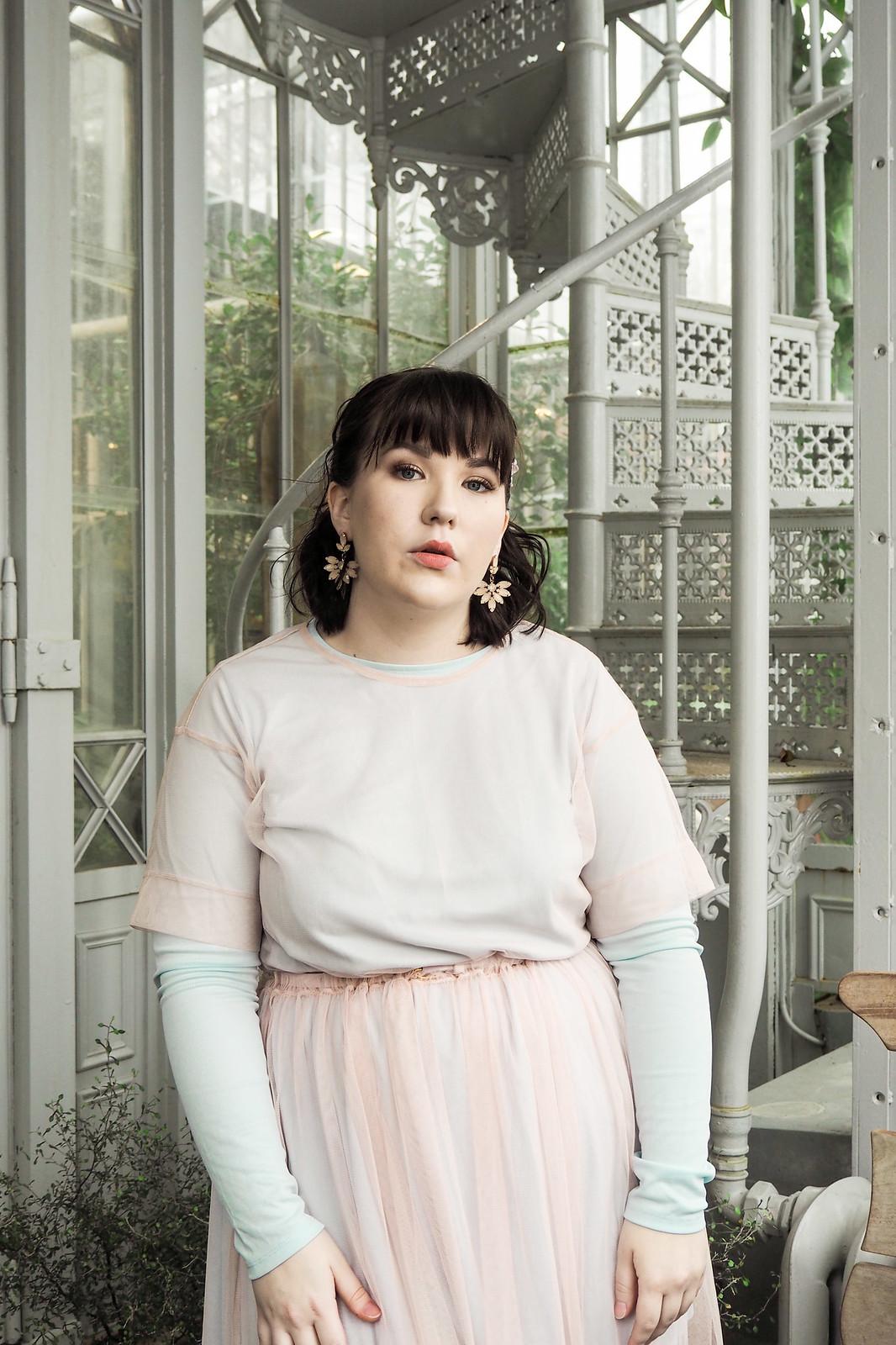 Kevät-kesä 2018 trendit, läpinäkyvä mekko-20