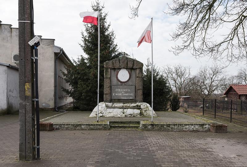 Converted war monument, Smolna/Schmollen, 13.03.2018