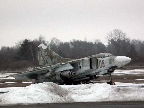 020000504 05 red MiG-23S Liepaja 10-3-18