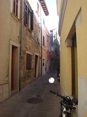 Улица в Изоле