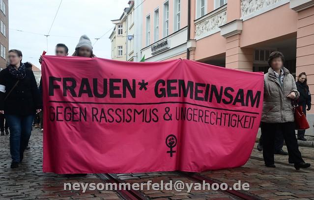 10.03.2018 - Cottbus: Frauen*demonstration gegen Rassismus und Ungerechtigkeit