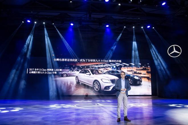 發表會開場,台灣賓士總裁 邁爾肯(Eckart Mayer)搭乘最熱銷的旗艦車款 S 450 L率性登場,為在場嘉賓介紹S-Class卓越表現