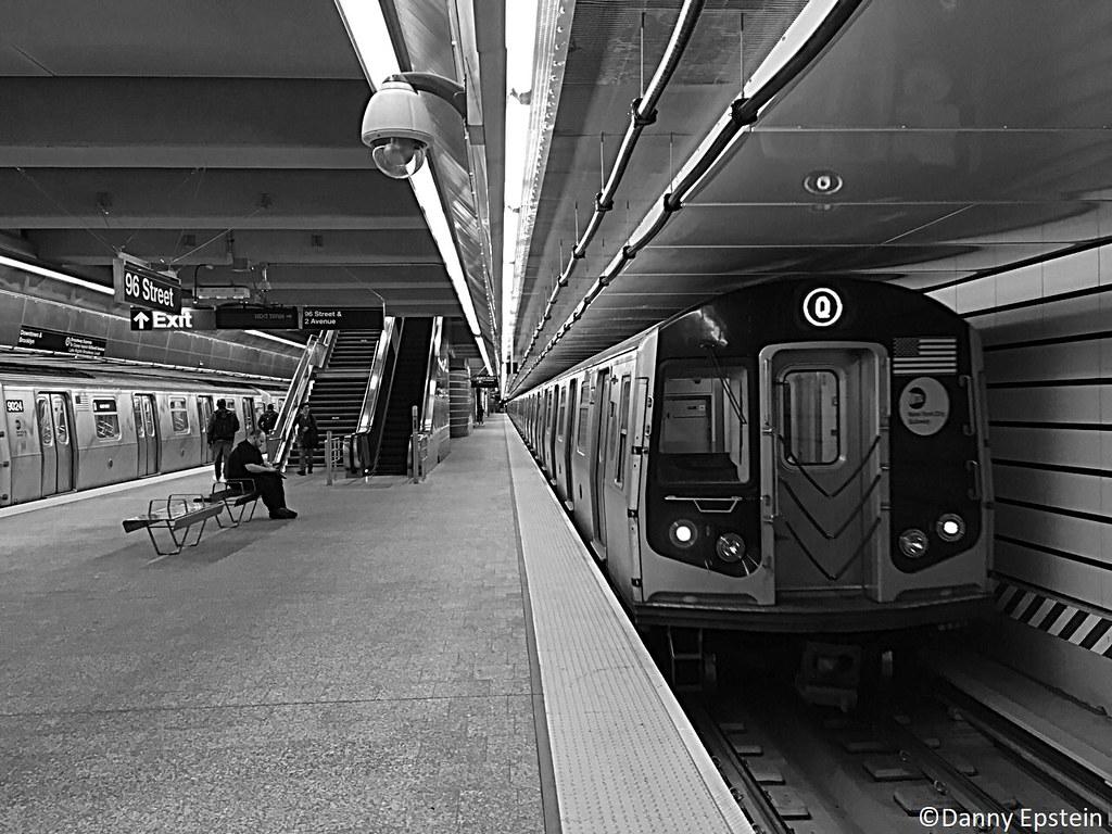 R-160 (Q) train at 96th street