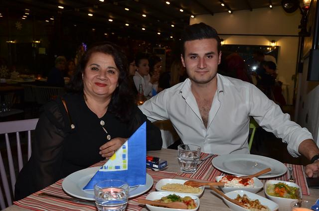 Kamile Şengezer ve oğlu Avni Türkeli 8 Mart'ı birlikte kutladı.