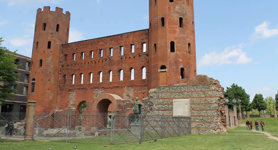 Architectuur in Turijn: Porta Palatina | Mooistestedentrips.nl