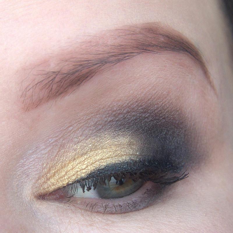 kultainen meikki