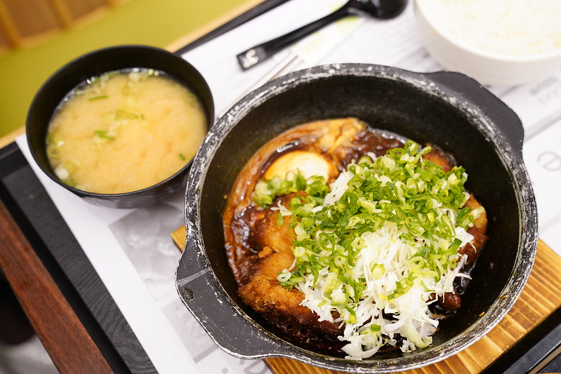 赤味噌丼飯 (1)