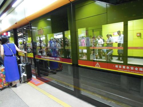 駅のホームドア 201606 広州 地下鉄