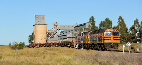 Locomotives 2207+2212 bring a combined loaded railset/wagon transfer train #8M44 through Yarrabandi, destined for Parkes, NSW. (2)