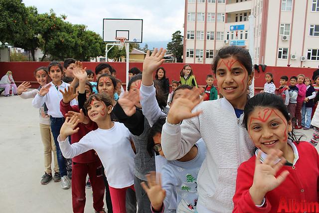 Büyükşehir Belediye Başkanı Menderes Türel'in Antalyalı çocuklara armağanı olan Şeker Portakalı Çocuk Etkinlik Aracı Finike'de- 4