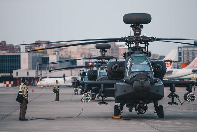 陸航部隊編隊飛行