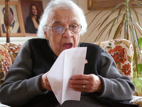 Wanda Robson seeing Viola Desmond note for the first time