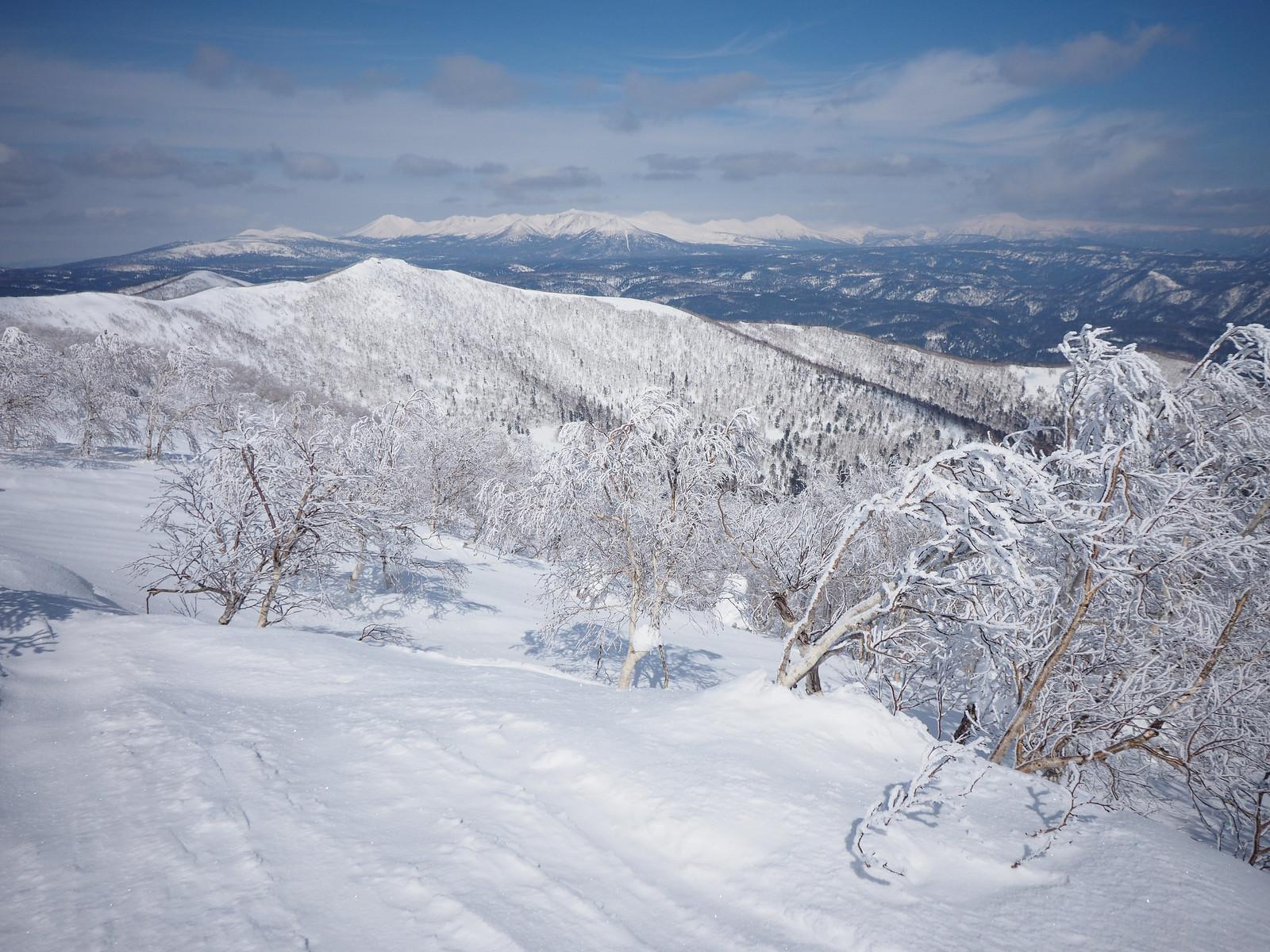 Mt. Sahoro and Sahoro Sanso Hut ski touring (Hokkaido, Japan)