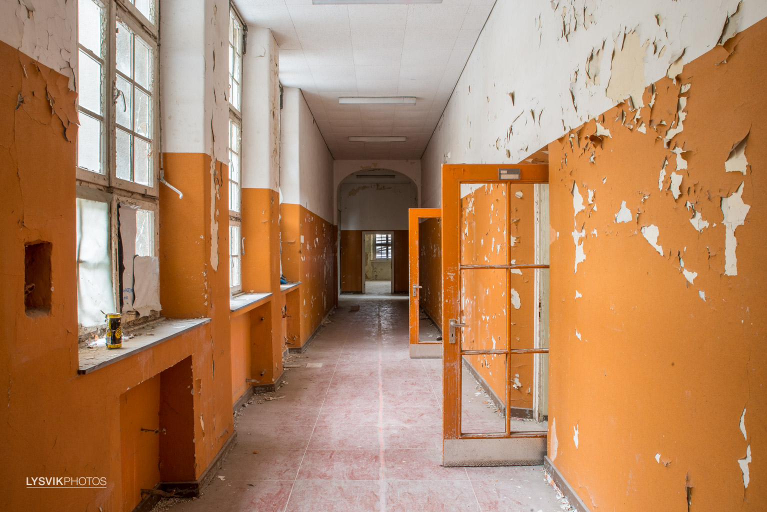 Dilapidated hallways in Orange 2/3
