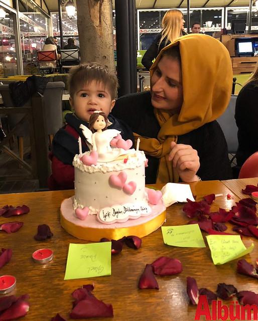 Mürüvvet Guzyaka, doğum günü pastasını minik oğlu Yusufhan ile birlikte kesti.