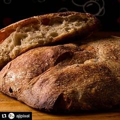 Gracias Totales @ajipixel (@get_repost) ・・・ Feliz Día a todos los panaderos en su día, les desea Ají Píxel. Fotografía hecha al pan de masa madre del maestro panadero @pochove Ají Píxel Imagen Gastronómica #fotografiagastronomica #diadelpanadero #gastrono
