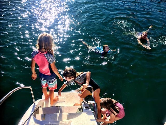063/365 • a good morning! • . #morningswim #friends #love #boatlife #pittwater #visitnsw #abcmyphoto #bellalunaboat #cruising #pittwater #Autumn2018 #eastcoastaustralia #liveaboard #australia #outdoorfamilies
