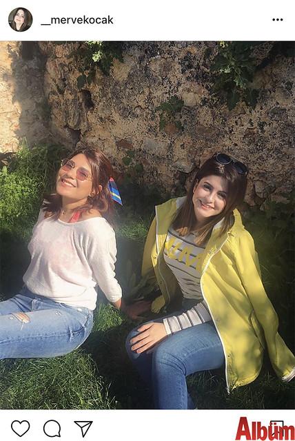 Merve Koçak, hafta sonunda yakın dostu Selma Çağlar ile birlikte güneşli havanın tadını çıkardı.