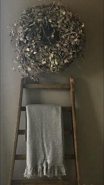 Houten ladder, krans en doek