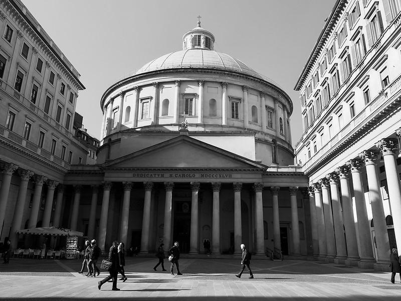 Piazza San Carolo in Milano (in black/white)