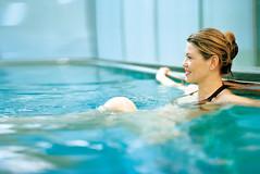 Entspannung im Pool in der Therme der Ruhe