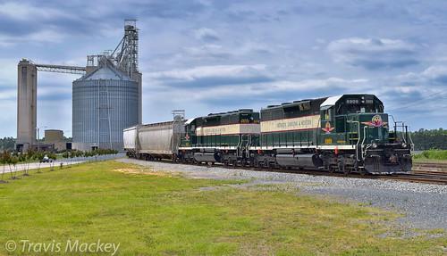 acwr 200 perdue candor nc sandhills line sd403 silo grass train railroad locomotive