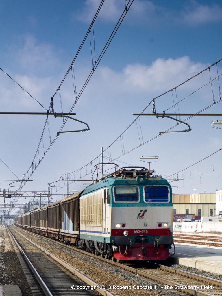 Treno merci in transito a Cesena