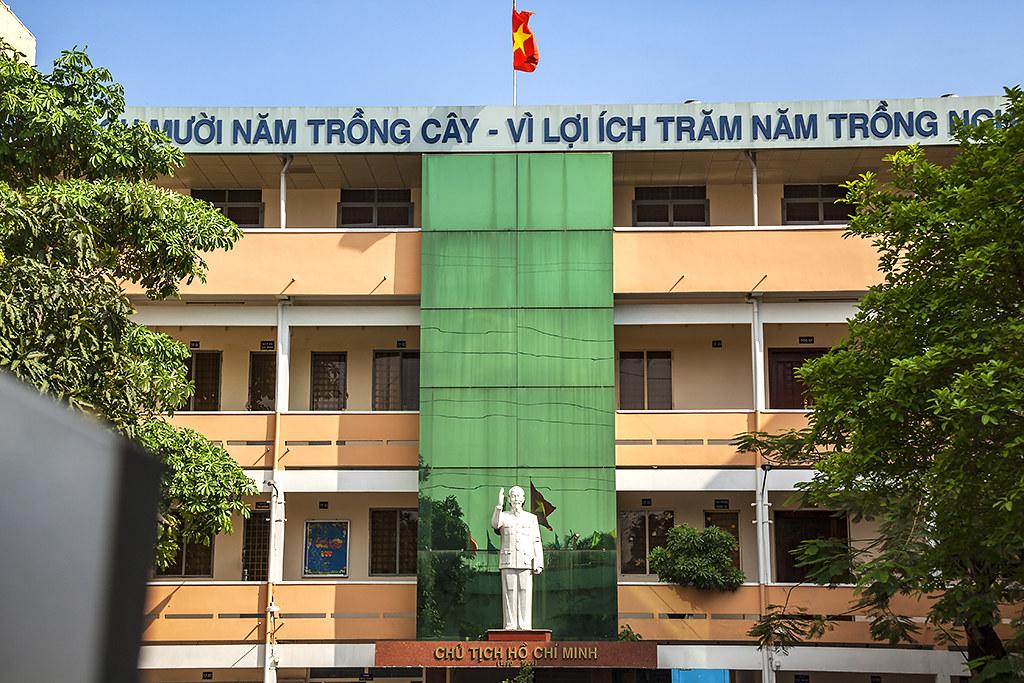 VI LOI ICH MUOI NAM TRONG CAY--Saigon