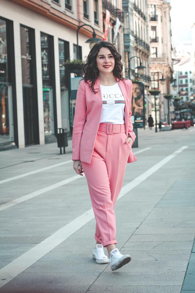 traje rosa zara-12