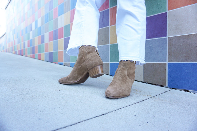white-cropped-jeans-suede-ankle-boots-7