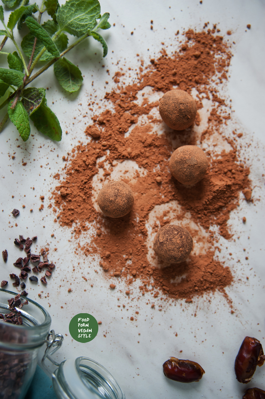 Chocolate truffles with mint / Trufle czekoladowe z miętą