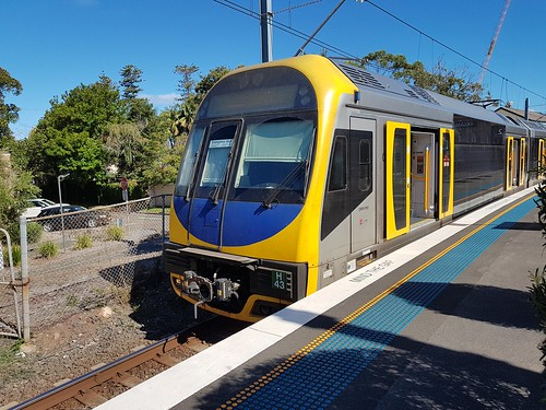 New South Wales Trainlink H43 (Front Unit) & H39 (Rear Unit not seen in this photo) await departure from Kiama Railway Station on the 15:55 service to Bondi Junction