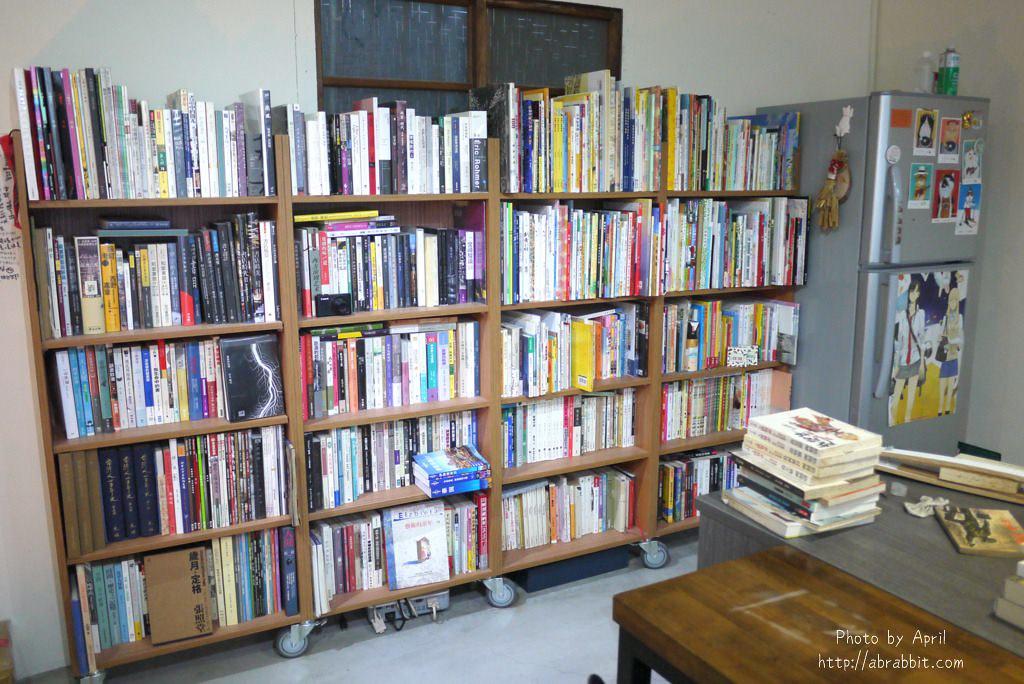 26918844138 e14013e8fc b - 台中獨立書店|梓書房-二手書、咖啡,和貓咪一起看書吧!