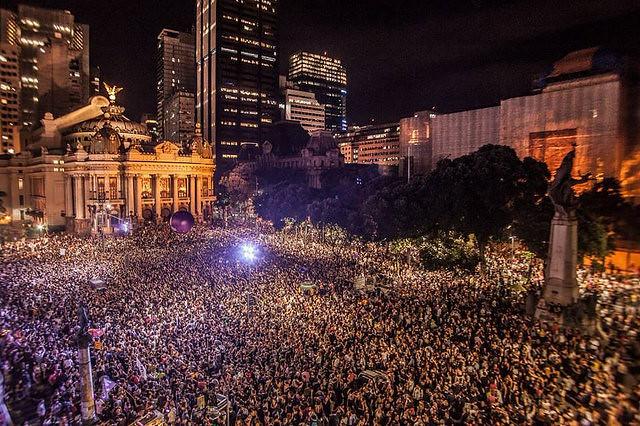 En la manifestación en Rio de Janeiro, 50 mil personas se despidieron de la concejala y del conductor asesinados - Créditos: Mídia Ninja