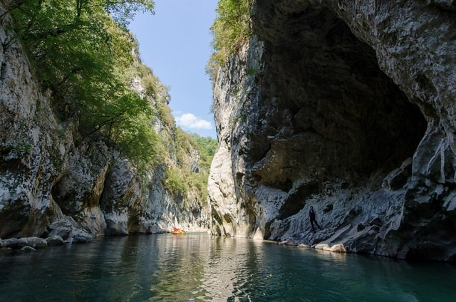 Big rafting tour on the Neretva river