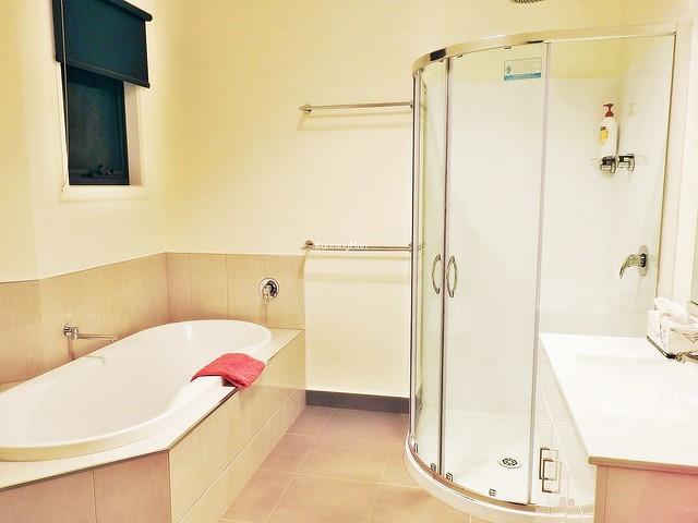 Country Hideaway 06 - Bathroom