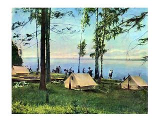 77 Палатки туристов у реки