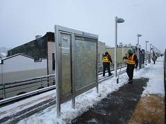 NYC Subway, 03/07/18: MTA employees remove snow from the platform of the open-air elevated Cleveland Street station (J and Z lines) during the evening rush (IMG_7616)