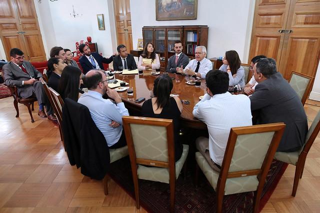 Ministro Fernández se reúne con Agrupación de Periodistas de Moneda | 09.03.18