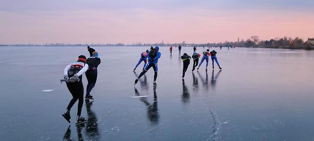 Ideal ice skating conditions on the Loosdrechtse Plassen