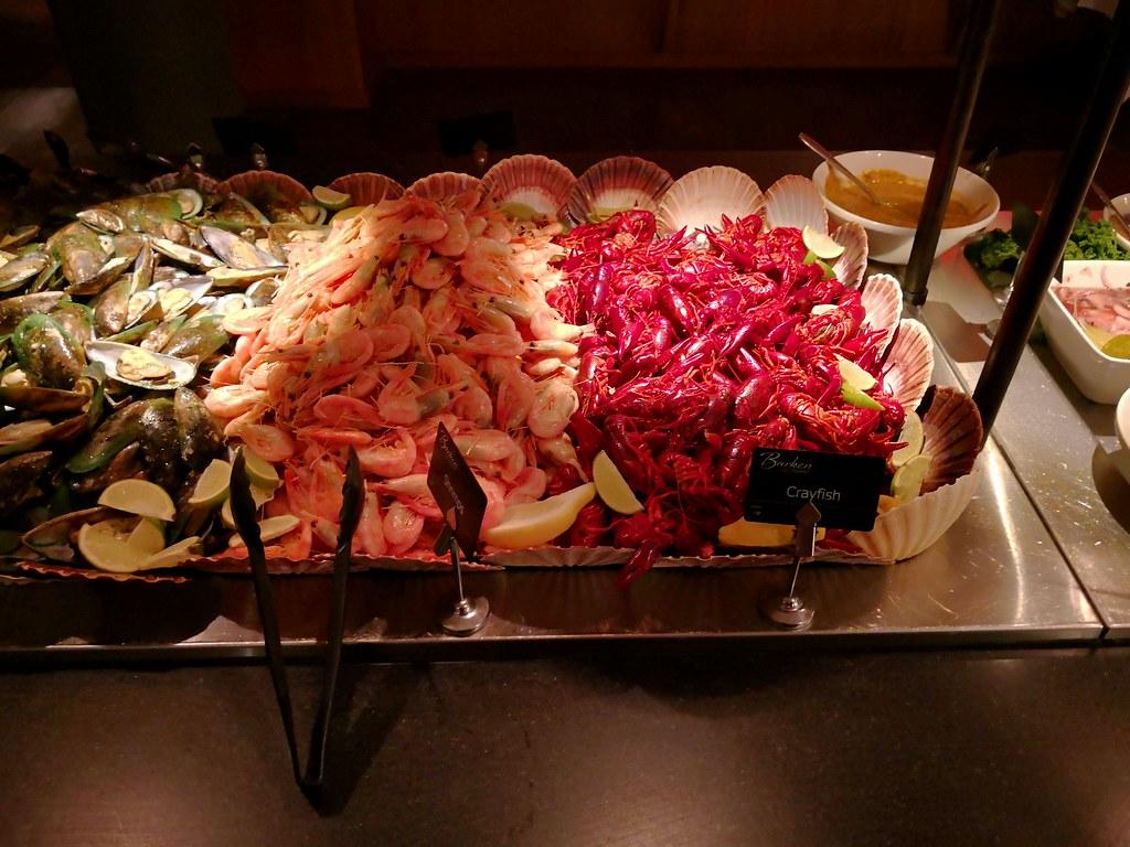Fresh prawns and mini crayfish