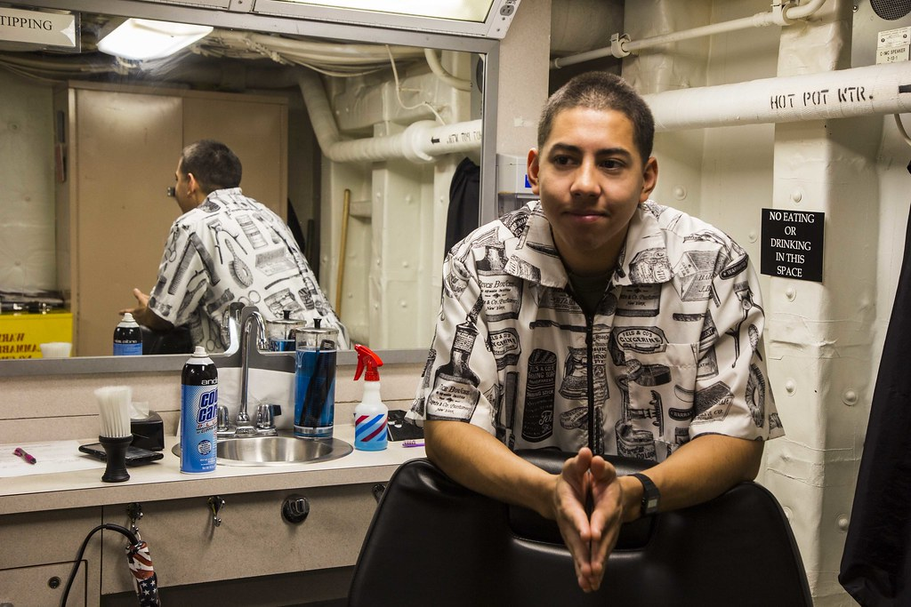marine barbers maintain unit s grooming standards while deployed