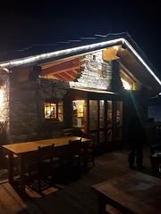 Cose così...di notte a Torgnon in motoslitta nel bosco per arrivare al rifugio e cenare con la pierrade e la raclette.  #Torgnon #alpegorza #neve #snow #notte #nignt #montagna #mountain #valledaosta #lavallée