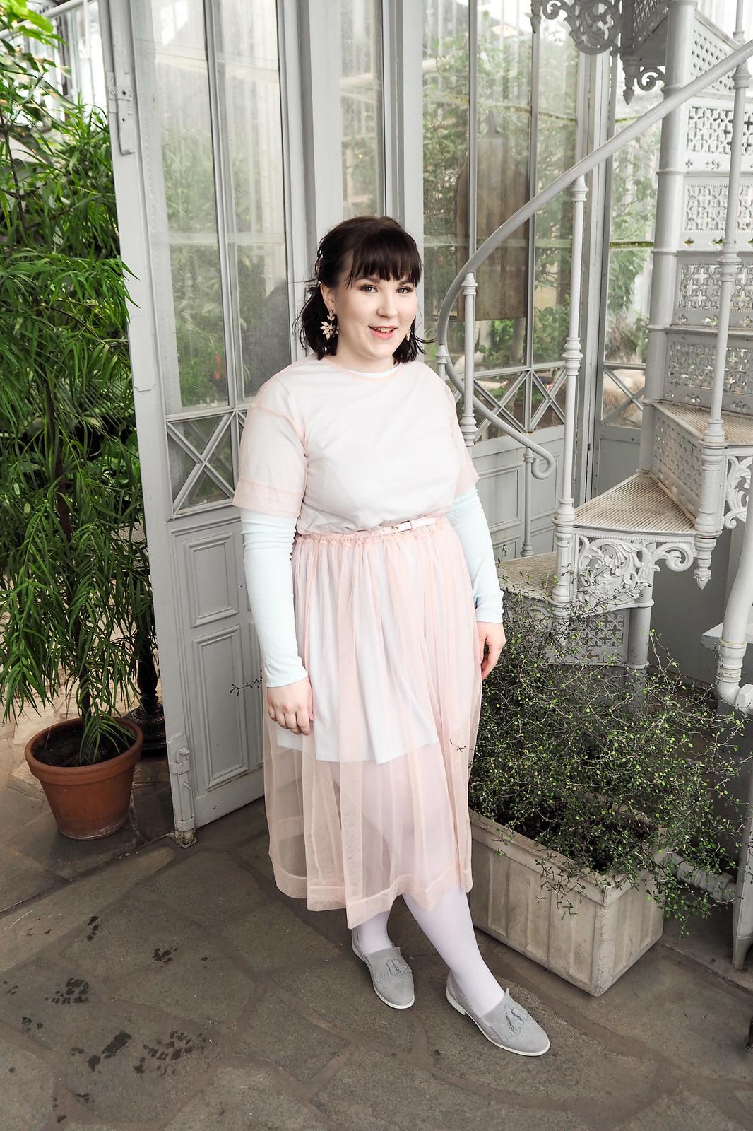 Kevät-kesä 2018 trendit, läpinäkyvä mekko-15
