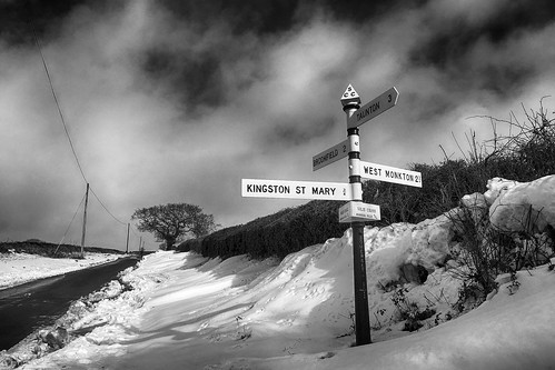 voliscross quantocks quantockhills somerset kingstonstmary broomfield lane snow sign signpost countryside rural westmonkton