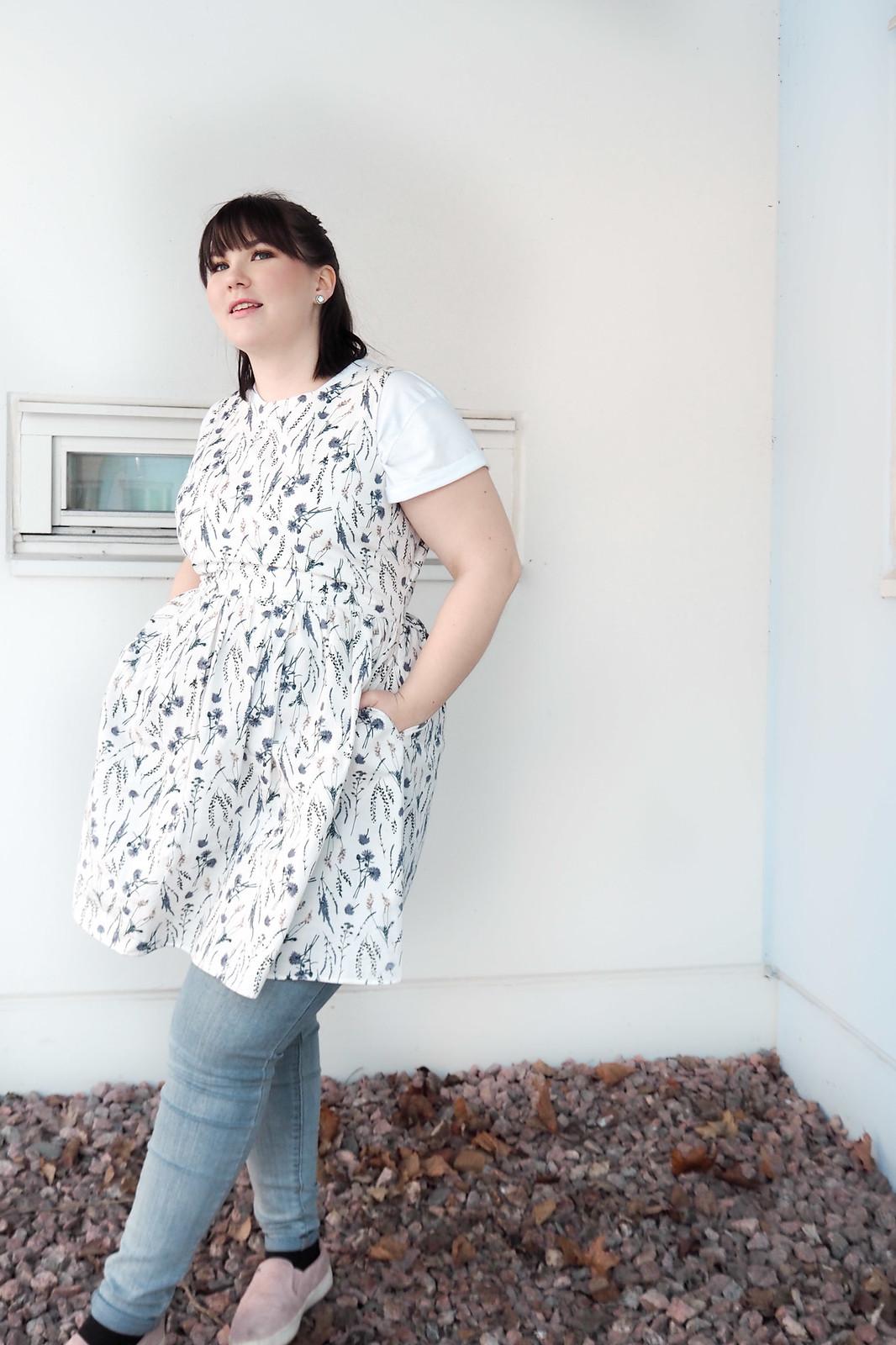 Jack Wills kukallinen mekko, levis vaaleat pillifarkut-15